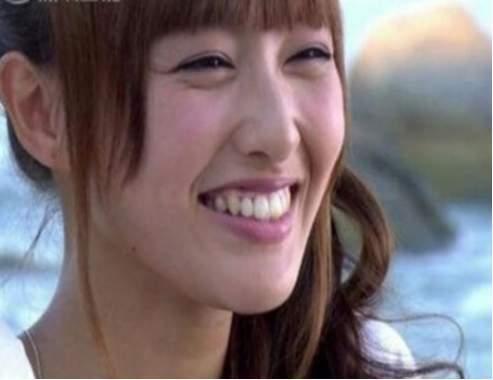 偶像剧女王唐嫣不笑的时候是女神