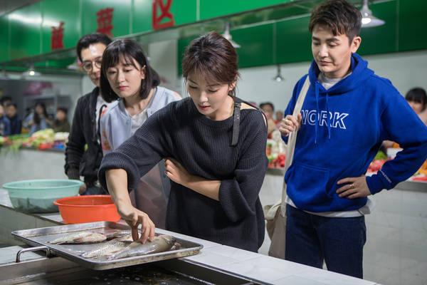 刘涛为故友扫旧居 市场买菜照曝光(组图)