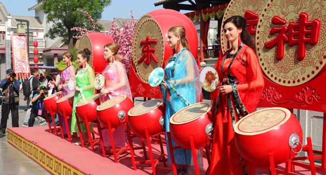 济南方特两周年庆 开启五一欢乐之旅(组图)