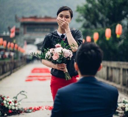 张效诚求婚吴敏霞 在亿万网友面前进行求婚(组图)