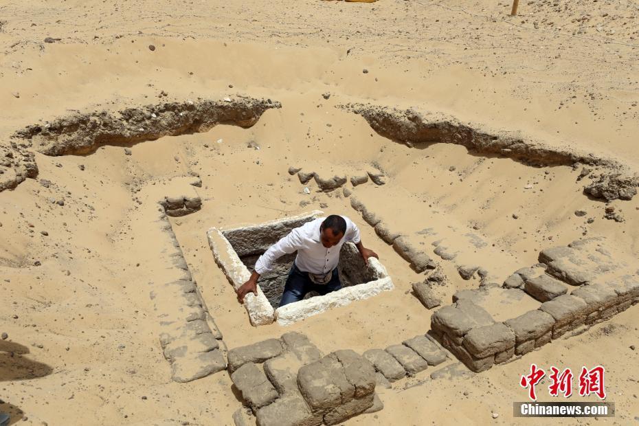 埃及出土17具木乃伊 大部分保存完好(组图)