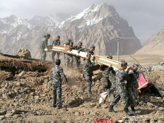 西部战区派出工作组 赴新疆塔什库尔干指导抗震救灾(组图)