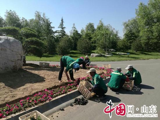 为提升园区景观效果,展示城市形象,垦利区城市管理局植物园在园区开展