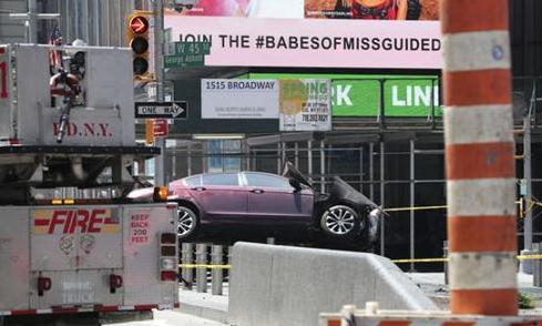 纽约汽车冲撞行人 肇事者曾因酒驾被捕过(组图)