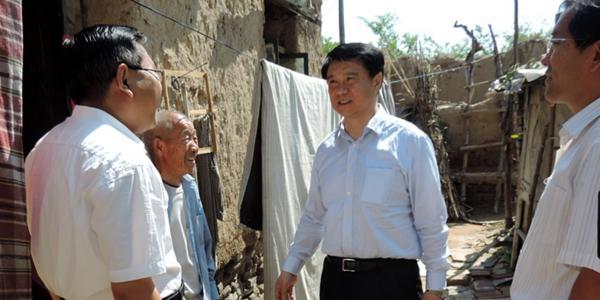 滨州市长崔洪刚到阳信县水落坡镇大张村蹲点调研