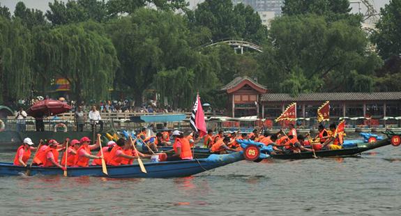 济南:大明湖畔鼓声响 龙舟竞渡闹端午