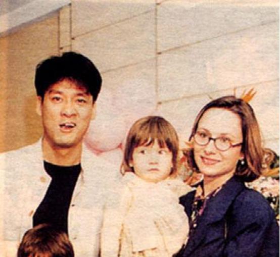 周华健与妻子合影似母子 她曾患抑郁症并提出离婚 组图