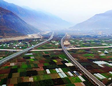 兰渝铁路全线贯通 宛如中国西部的一串珍珠