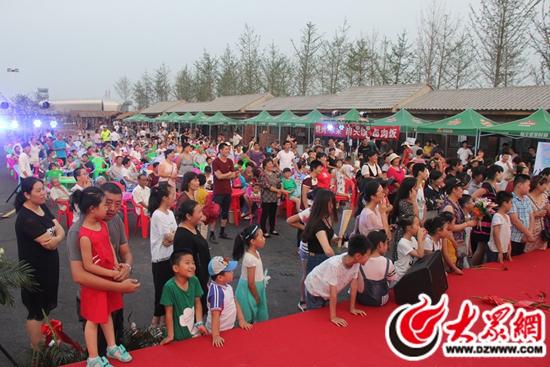 日照山河四季景区内举办首届龙虾美食节(组图)