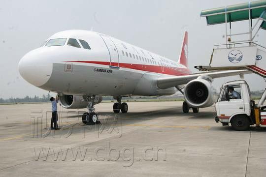 其中,去程北京时间06:40由重庆起飞,13:00到达喀纳斯机场;返程北京