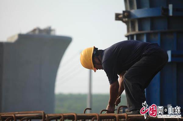 鲁南高铁人员战高温忙施工 确保2019年底可通车(图)