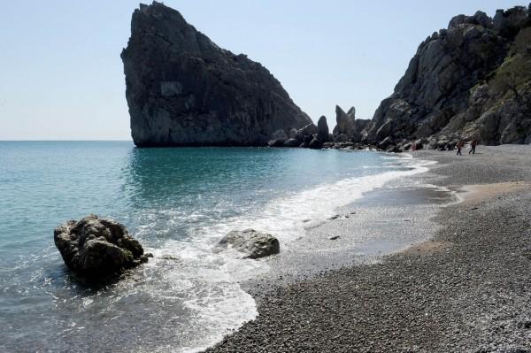 乌克兰少年海边充气床上睡着 醒来竟漂到克里米亚