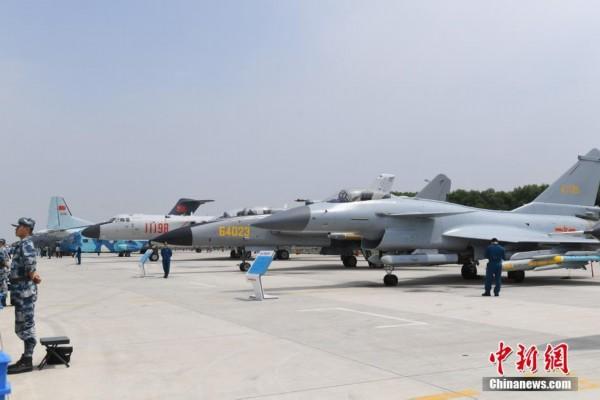 组图:中国空军武器装备亮相长春