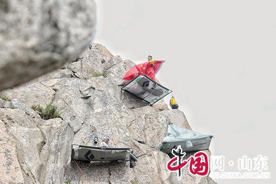 """""""玩命""""帐篷惊现临沂蒙山(组图)"""