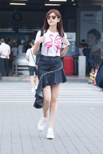陈妍希清新装扮现身机场 整体造型少女感爆棚(组图)