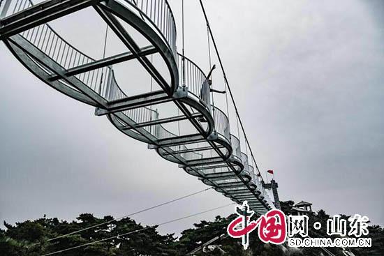 临沂蒙山3D玻璃桥9月25日正式开放(组图)