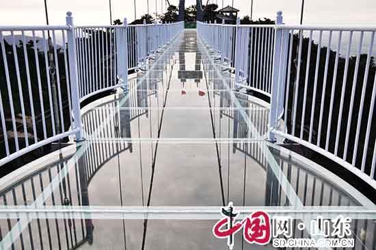 蒙山3D玻璃桥正式开放 沂蒙山龟蒙景区国庆迎来新体验(组图)