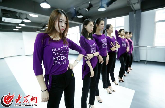 济南00后模特备战艺考 女生平均身高达1.76米