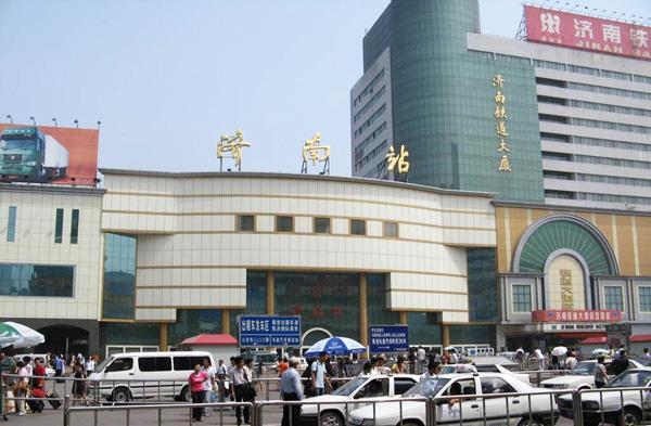 济南火车站推春运便民措施:增务工、学生专用窗口