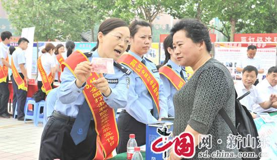 """滨州市公安局开展""""5.15""""打击和防范经济犯罪集中宣传活动"""