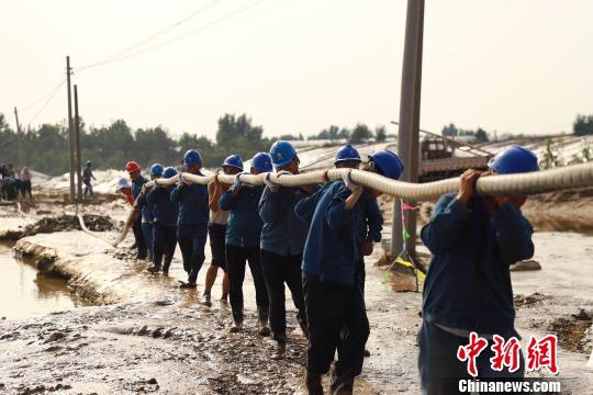 资料图:潍坊受灾县市救援现场。
